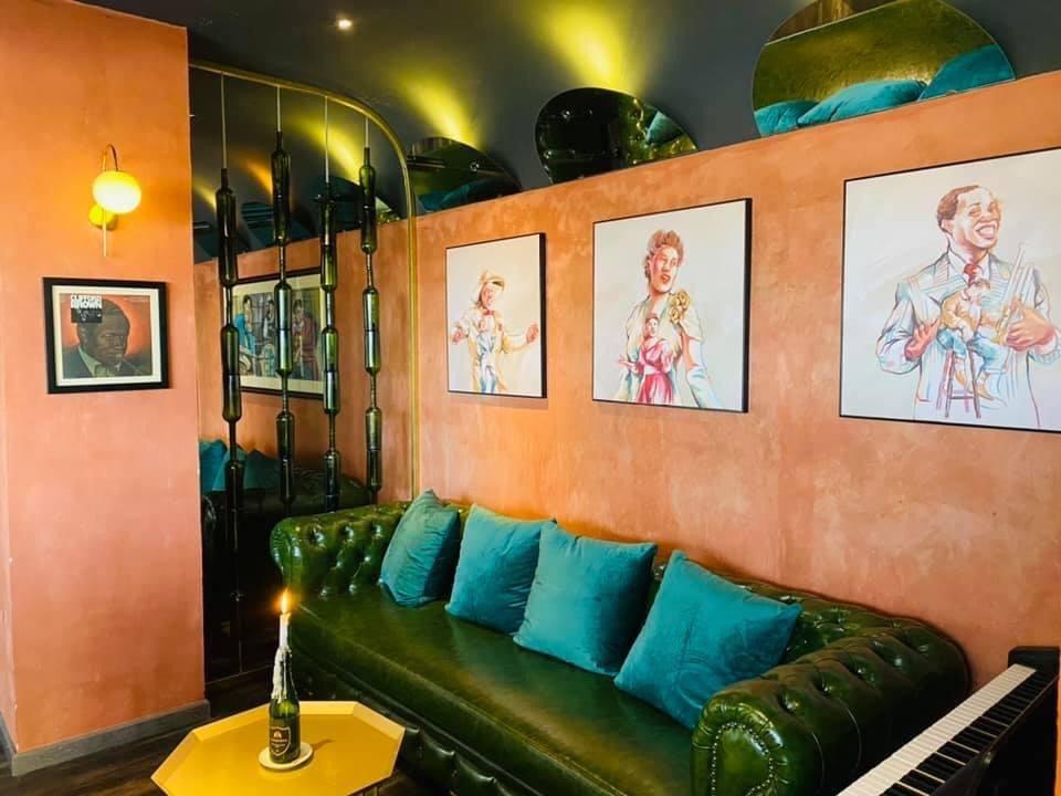 Thi Công Sơn Hiệu ứng Tại Dachazz Lounge Bar